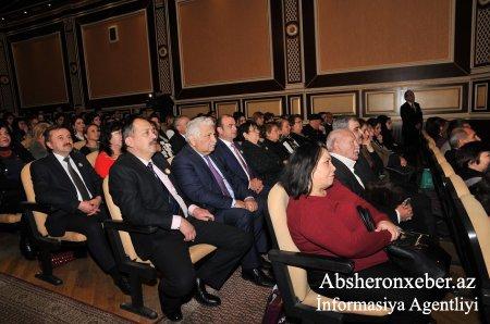 Abşeron rayon Mədəniyyət evində Hüseyinağa Hadiyevin 70 illik yubileyinə həsr olunmuş xatirə gecəsi  kecirilib.